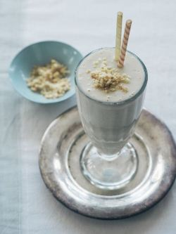 Macadamia banana smoothie